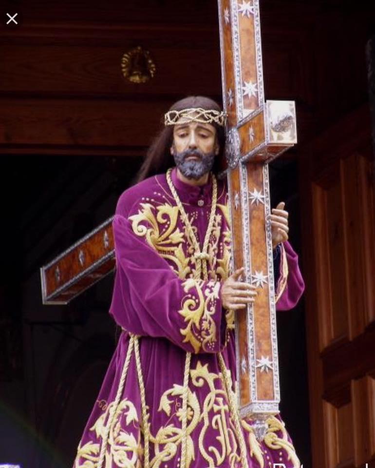 Medalla de Nuestro Padre Jesús en plata chapada en oro con base de madreperla pequeña imagen 2