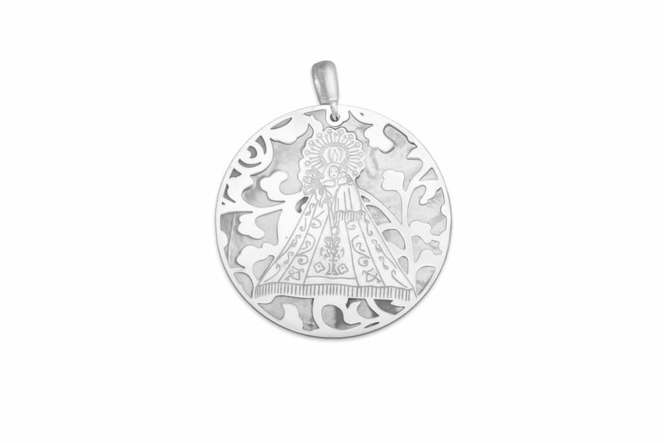 MEDALLA VIRGEN DE MONSERRATE DE PLATA