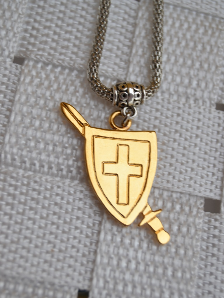 Colgante Escudo y Espada Cristiana